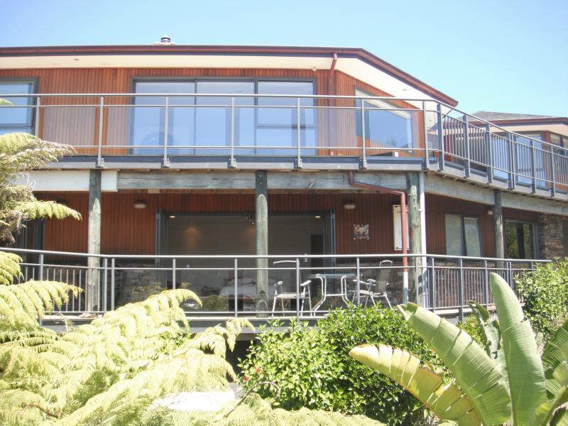 Set amongst New Zealand native bush and tropical gardens