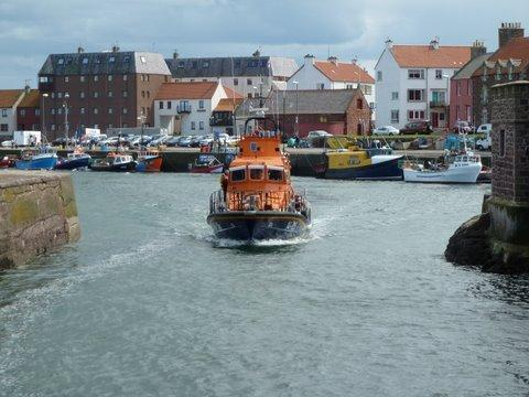 Dunbar Lifeboat leaving the harbour
