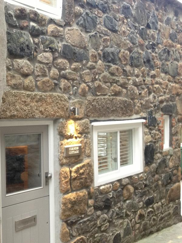 18th Century stone built character cottage nestled between museums and art galleries