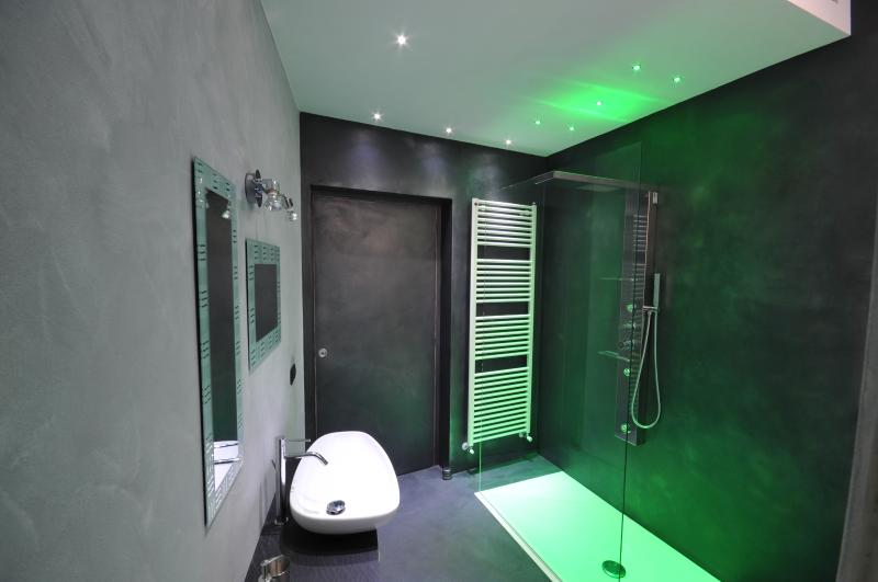 Bathroom with cromatherapy shower