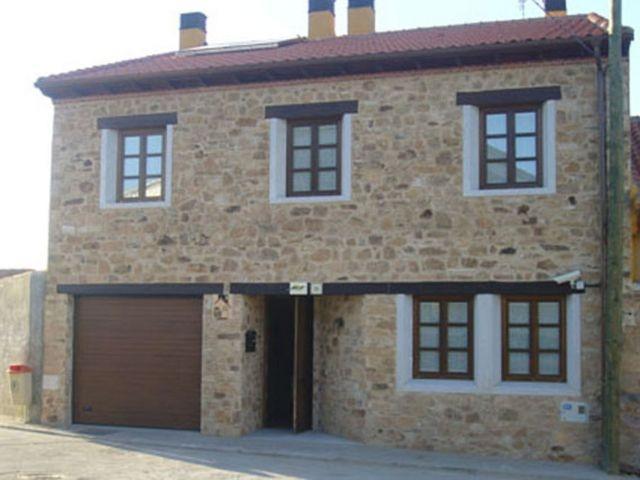 Casa de 320 m2 de 5 habitaciones en Valdemierque, holiday rental in Encinas de Abajo