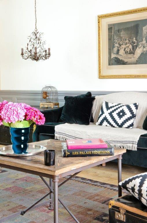 Le canapé et table basse du Living-room