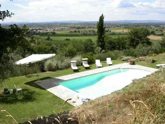 private swimming pool with view on the Chiana Valley