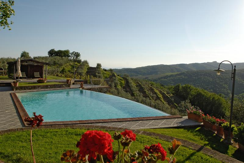 Farmhouse near Siena, private pool, brilliant views, location de vacances à San Gusme