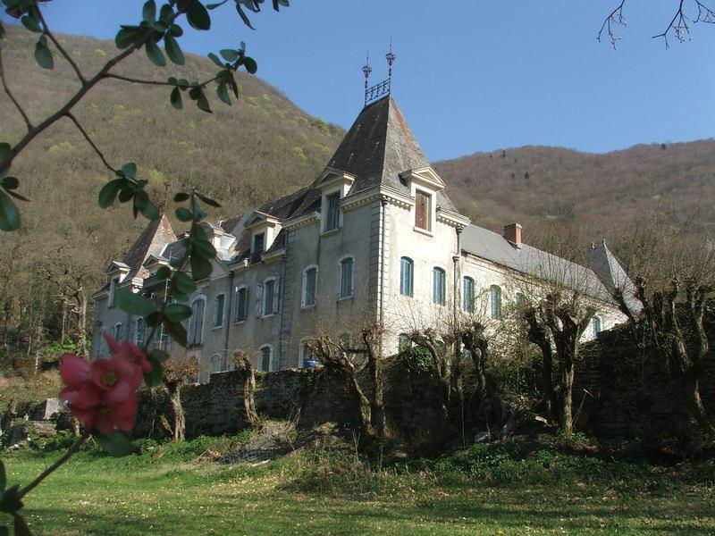Château de Luscan, exterior view