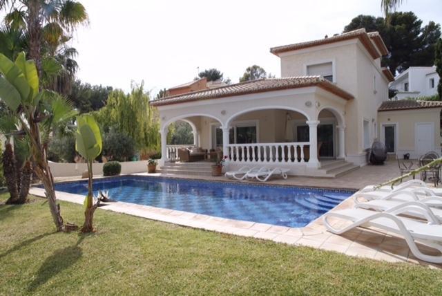 Villa  Mar De Flores, aluguéis de temporada em Moraira