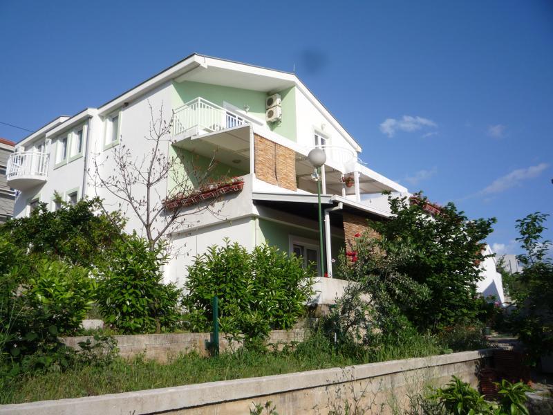 4 Seaside apartments, holiday rental in Komarna