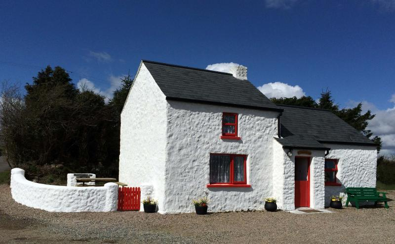 Cobblers Cottage Creggan.Cosy,quaint,welcoming.Multiple nights discount..enquire, holiday rental in Stewartstown