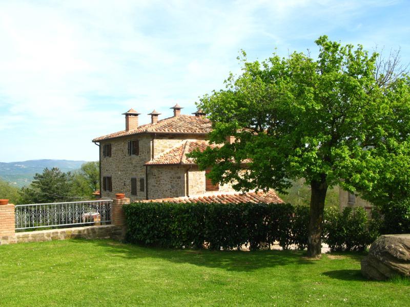 Splendid flat in Tuscany, pool & breathtaking view, location de vacances à Col di Morro