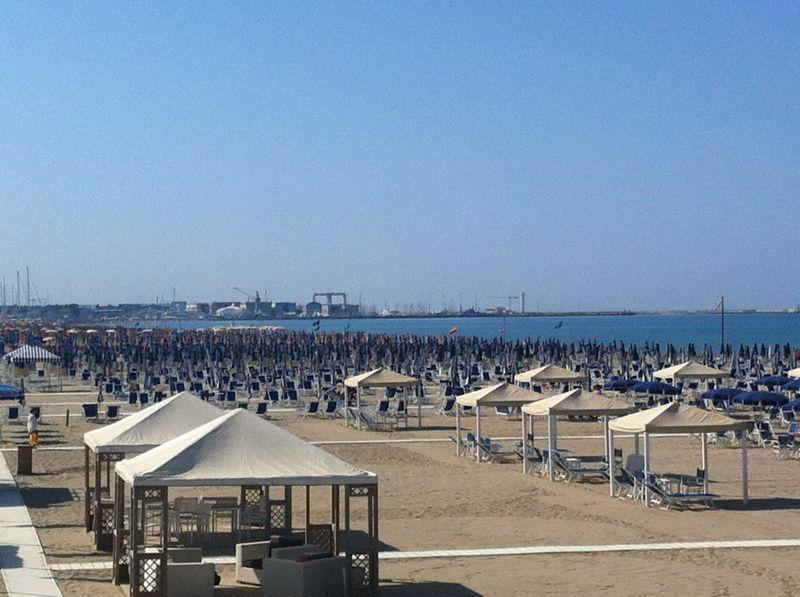 Forte dei marmi Versilia beach 100 km