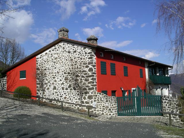 Casa Rossa immersa nel verde delle colline Venete