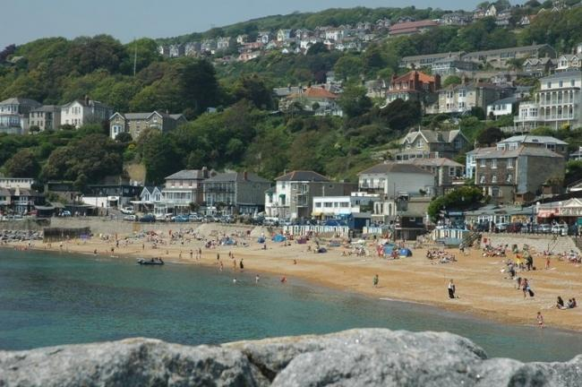 From Plum Cottage Ventnor's golden beach is just a 5 minute stroll