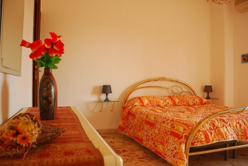 Room 1: Double bedroom