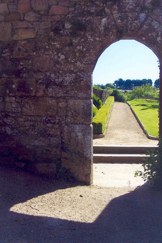 Une vue sur le jardin d'herbes aromatiques de la Cour du Sud