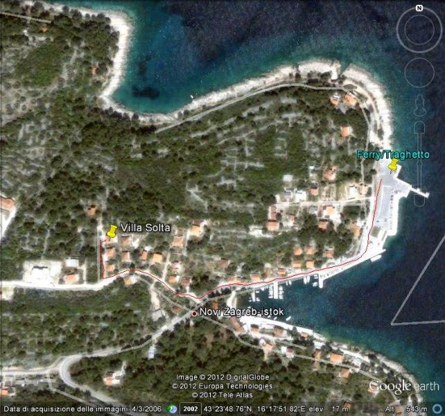 Vista aérea de Rogac y derrota marcada del ferry a casa