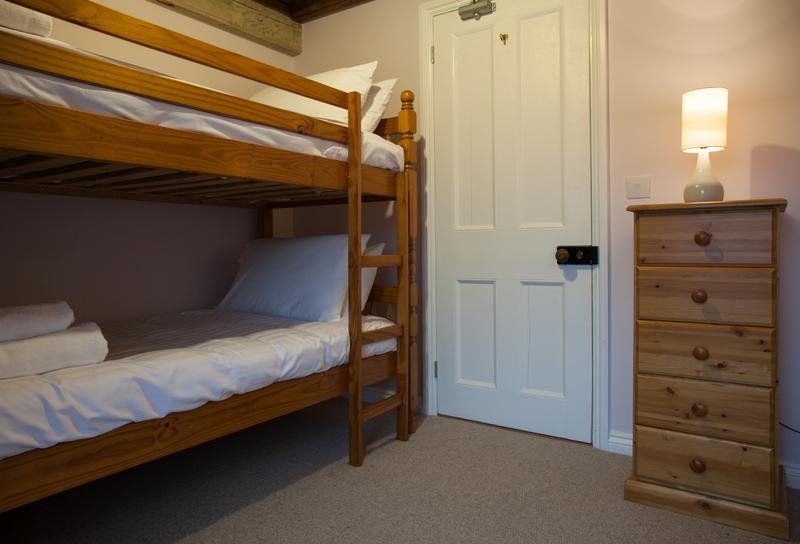 La salle est simple mais lumineux et confortable