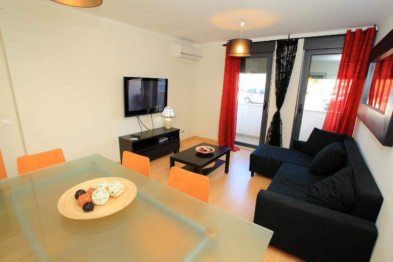 Beautiful 2 bedrooms apartment – semesterbostad i Monte Gordo