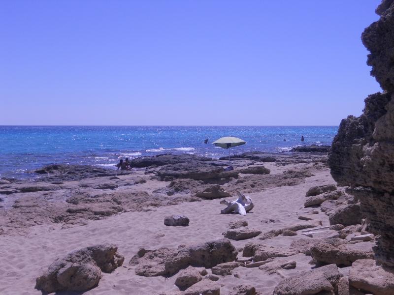 Campomarino ha una costa frastagliata spiagge dorate si alternano a parti rocciose