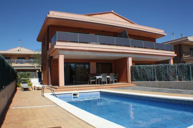 CASA CON PISCINA FRENTE A LA PLAYA, WIFI, TV SATEL, location de vacances à Tortosa