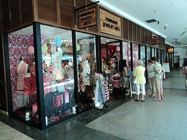 The Shops At The Ilikai Lobby