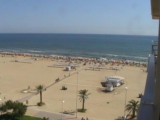 PRIMERA LÍNEA DE PLAYA . NO GRUPOS JUVENILES, vacation rental in Playa de Gandia