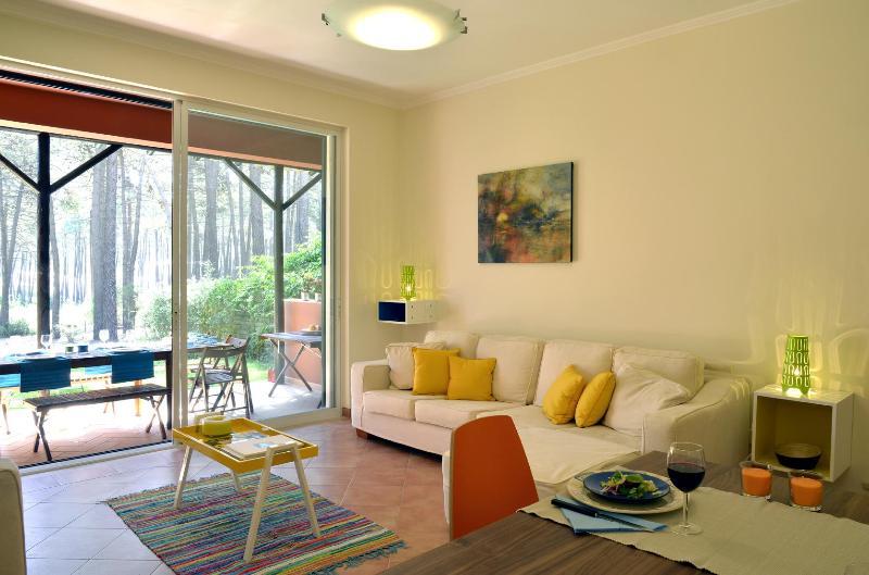 Exciting Lisbon Aroeira Beach Villa, vacation rental in Verdizela