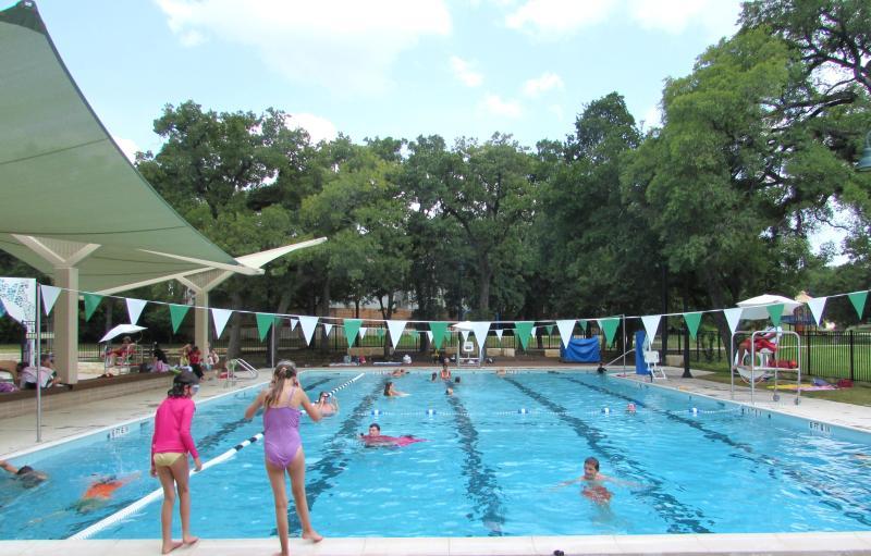 L'une des trois piscines seulement dix minutes de la maison!