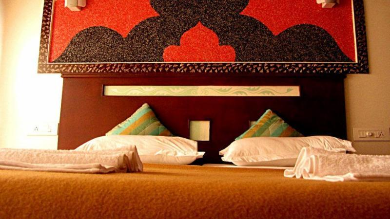 Luxury Bedroom in Pournamis' 4 Bedroom Luxury Houseboat