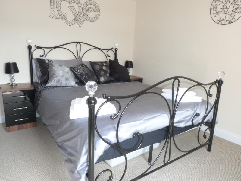 Cairns Cottage, holiday rental in Whitby