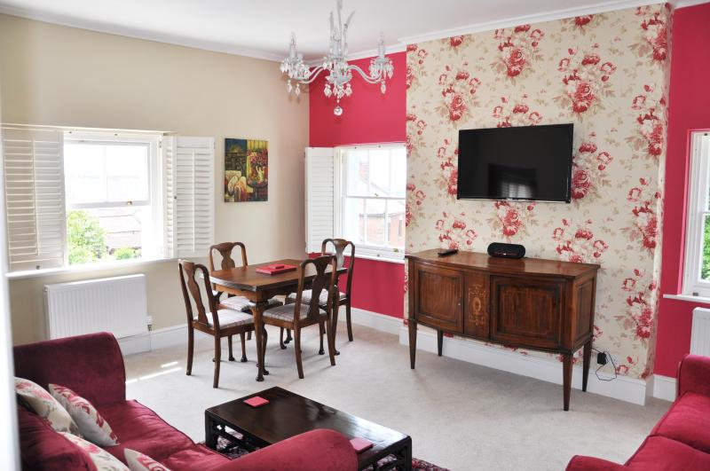 Apartment Living Room with dining area from £105 per night or £685 per week
