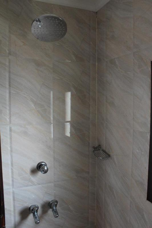 Shower Area in Pournamis' 4 Bedroom Luxury Houseboat