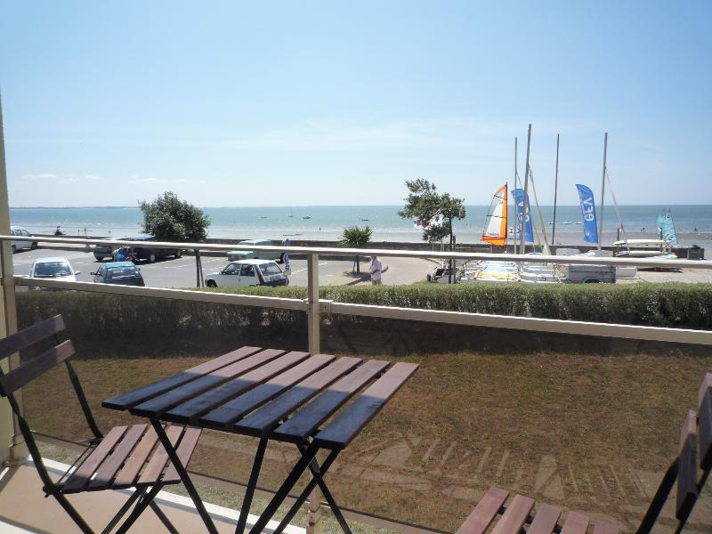 APPARTEMENT 90M2 FACE A LA MER ET ACCES DIRECT A LA PLAGE, holiday rental in Damgan