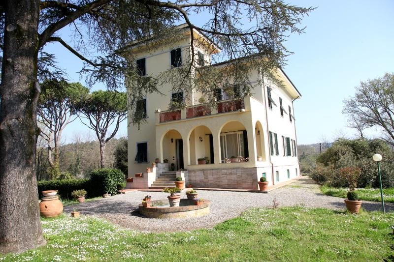 Elegant Tuscan villa in peaceful countryside, holiday rental in Lucca