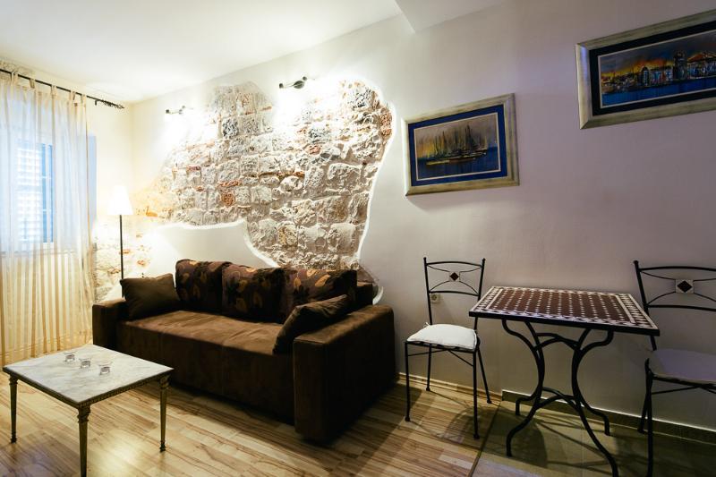 Split Center Marul Apartment