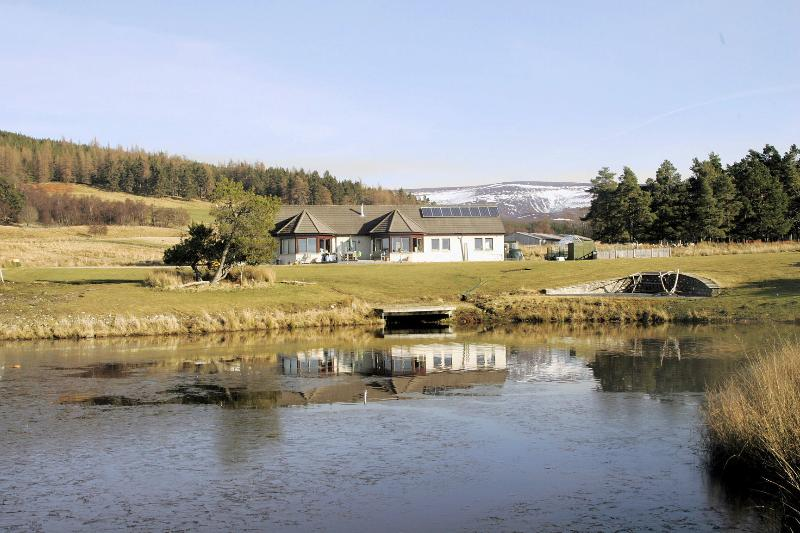 Lochan Lodge, vacation rental in Grantown-on-Spey