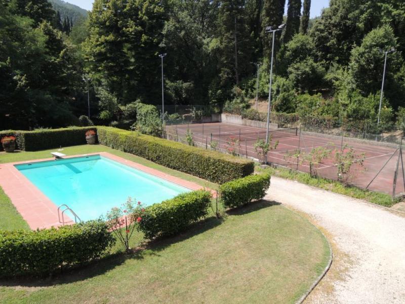 piscina e campo da tennis