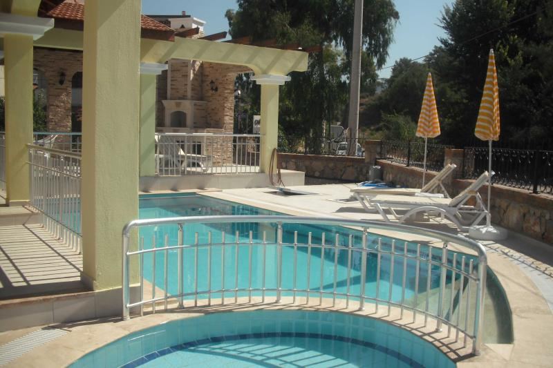 Villa Loumar: private terrace, pool and child's pool. Opposite forest and 6 mins walk to beach.