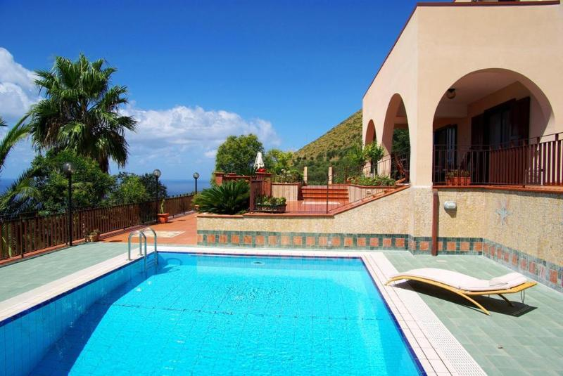 Luxury Villa Cilento Pisciotta, location de vacances à Foria