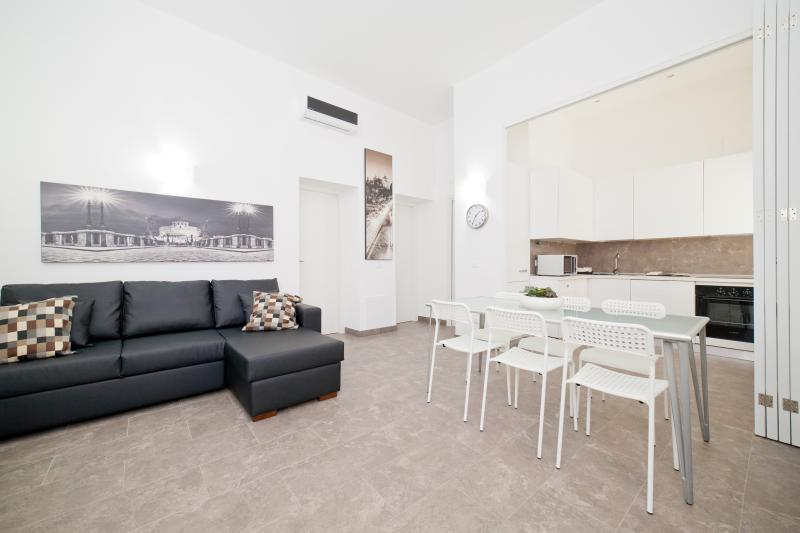 2BR 2BA apt @ Trevi Fountain and near the Spanish Steps in Rome.