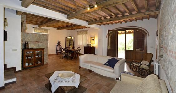 San Gimignanello Villa Sleeps 15 with Pool and WiFi - 5229035, location de vacances à Farnetella