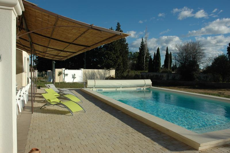 VILLA piscine climatisation 4 *-10 PERS-(15 personnes-18 pers 2 toits possibles, vacation rental in Arles