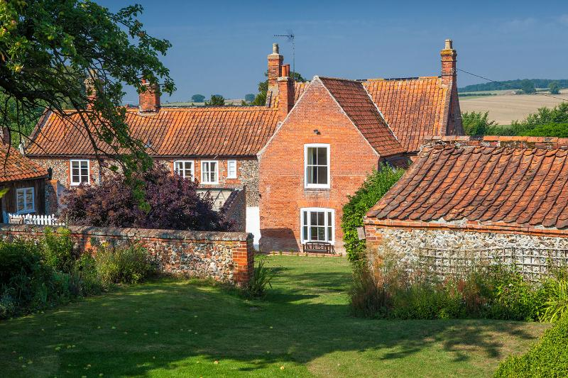Houghton Farmhouse, holiday rental in Walsingham