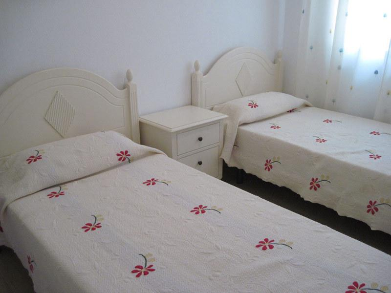 Bedroom 3 (Groundfloor) with airconditioning, twin beds and wardrobe