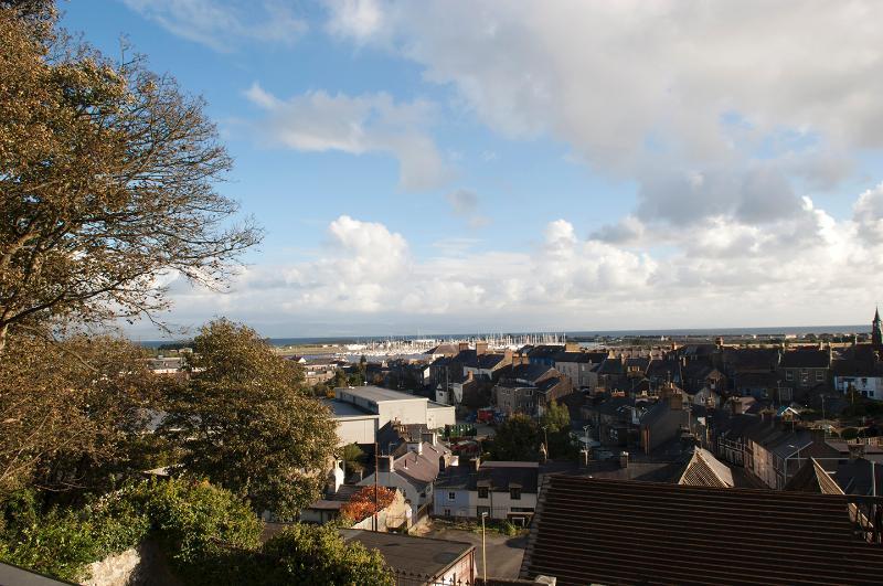 Views of Marina, Bay and Mountains