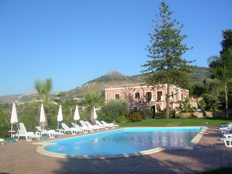 VILLA LUCA, holiday rental in Messina