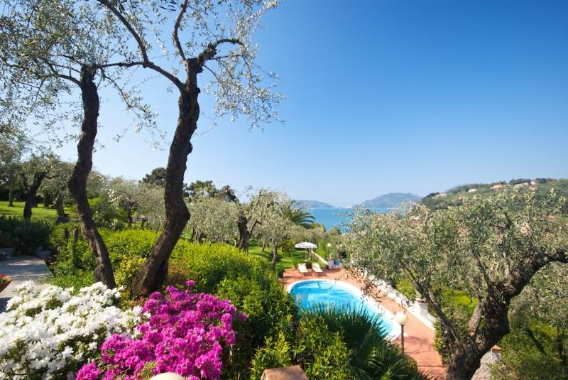 vista giardino piscina