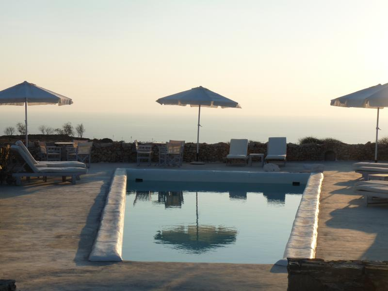 FOLEGANDROS- 'LITHIA VILLA' - VILLA  LEVANDA & POOL, location de vacances à Folegandros