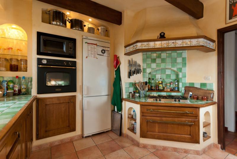 Une partie de la cuisine d'Agarrus (Four, Lave Vaisselle et Refrigerateur Miele)