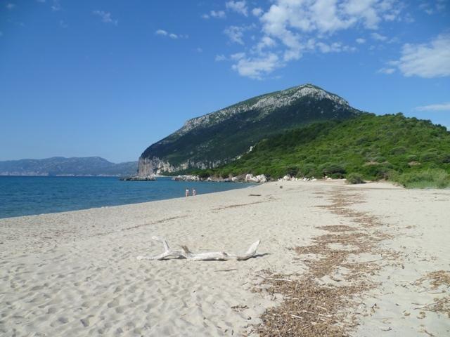 The beach of Cartoe, 12 km from the house
