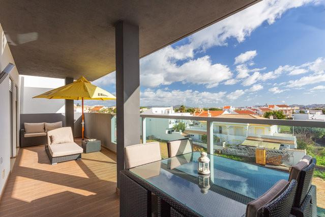 New Apartment 2015 Faro Airport Beach, holiday rental in Pechao